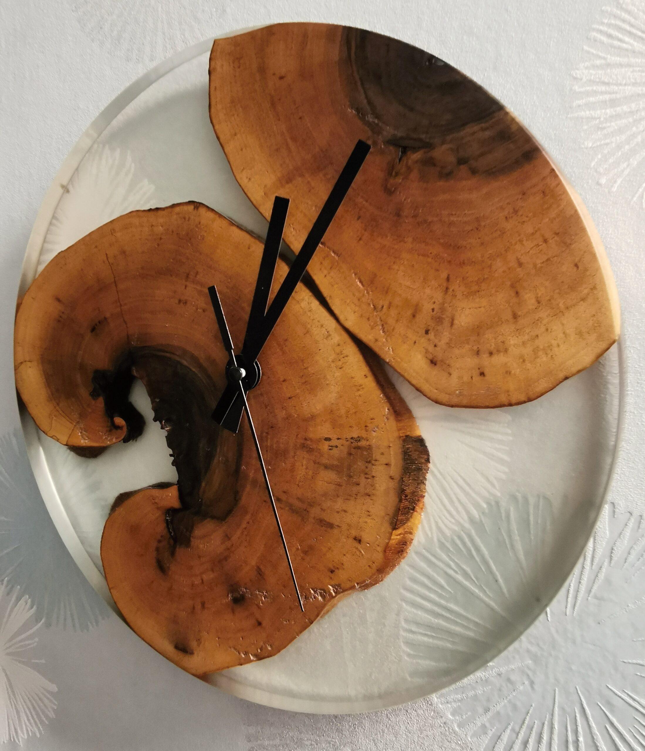 Hodiny - vlašský ořech
