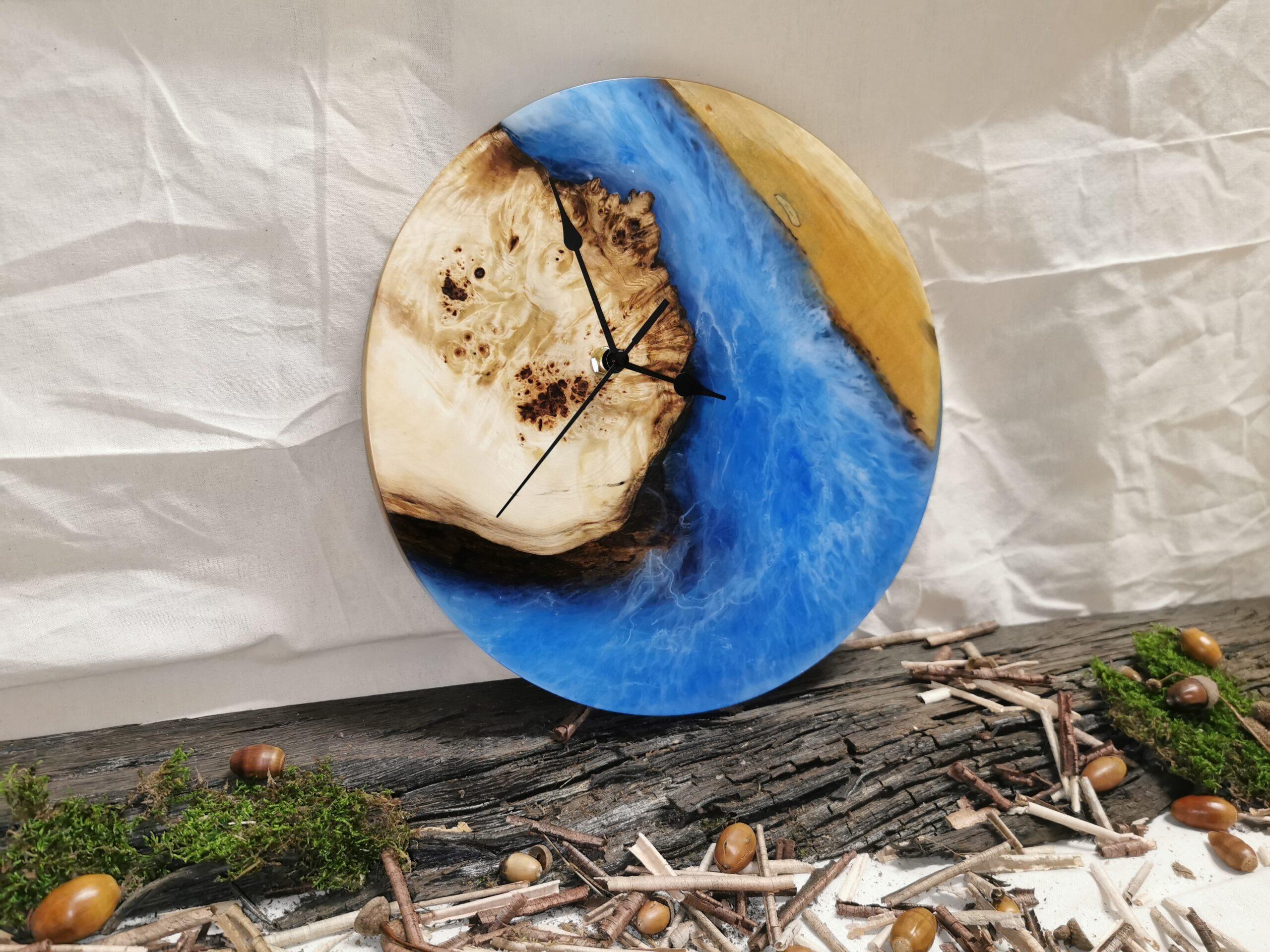 Hodiny z kaštanového dřeva